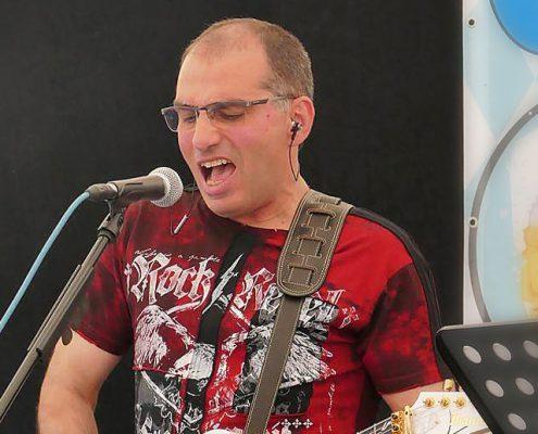 Özkan Sarikaya (Lead Guitar)