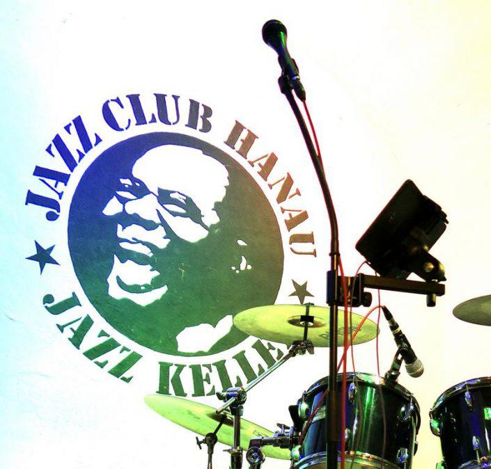 Jazzkeller Logo mit Drums im Vordergrund